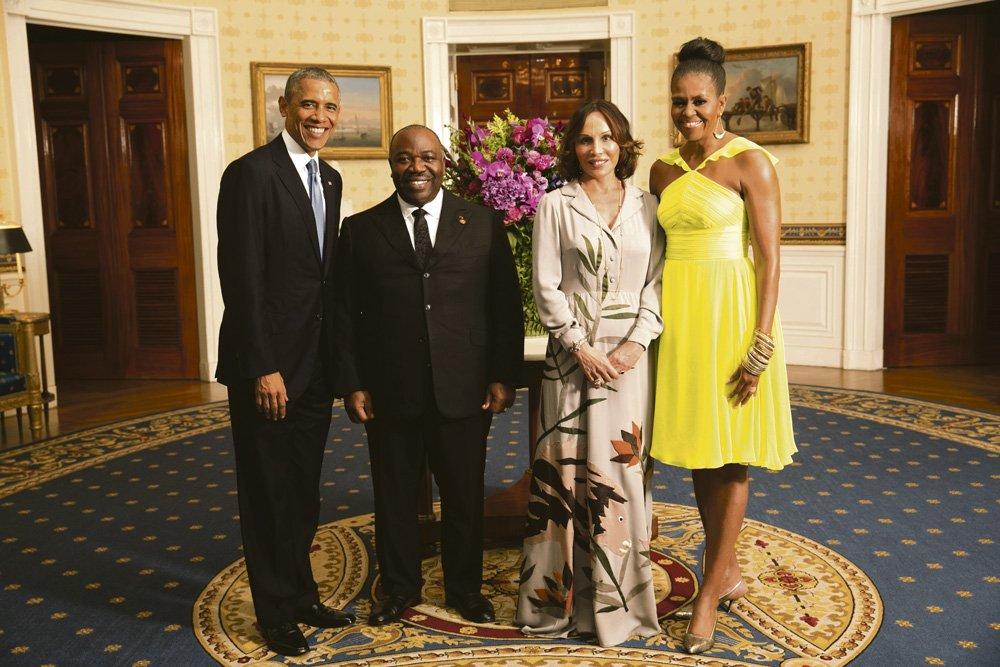 Ali Bongo Obinda ja Sylvia Bongo  Obinda Barack ja Michelle Obaman  vieraina vuonna 2014 Valkoisessa talossa. Kuva: Office of the White House,  Amanda Lucidon, Wikimeda Commons