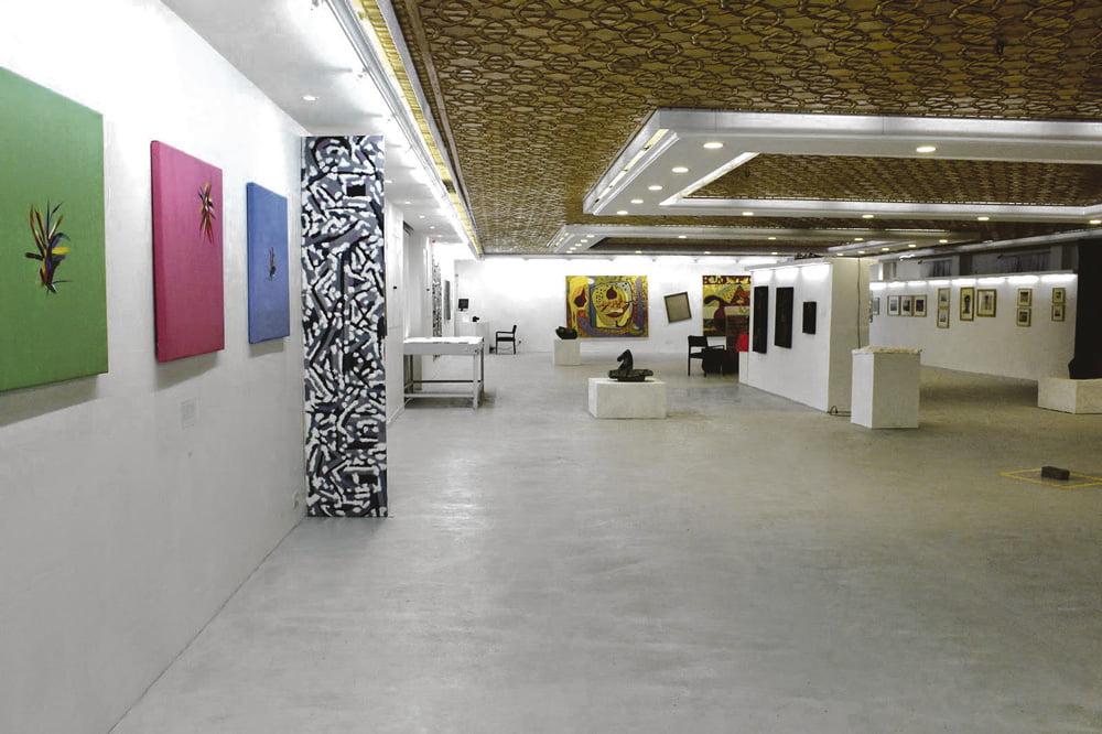 Puolitoista kuukautta myöhemmin Galleria Onen avaamista, 23. helmikuuta 2015, viranomaiset  päättivät sulkea gallerian ilman ennakkovaroitusta ja voimakeinoin. Kuvat: Galleria One