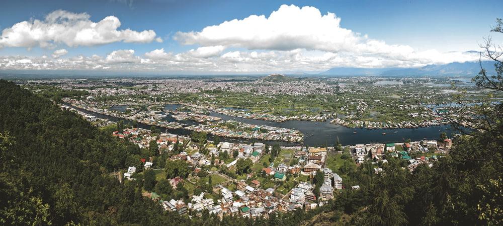 Srinagarin kaupunki.  Kuva: Wikimedia Commons, KennyOMG