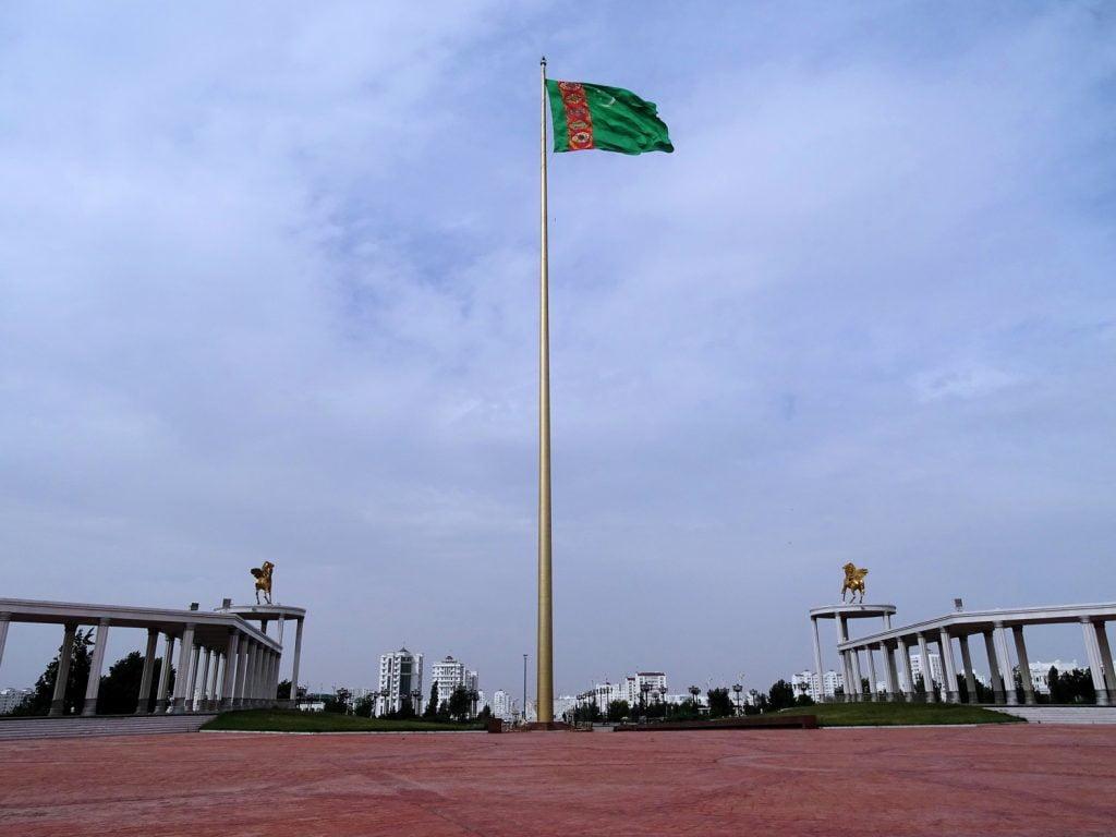 Ashgabatin lipputanko on yksi maailman korkeimmista, 133 metriä korkea. Se pystytettiin vuonna 2008.  KUVA: BJØRN CHRISTIAN TØRRISSEN, WIKIMEDIA COMMONS