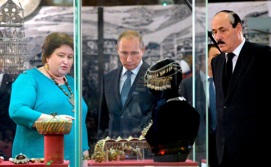 Vladimir_Putin_and_Ramazan_Abdulatipov_(2015-11-03)_03