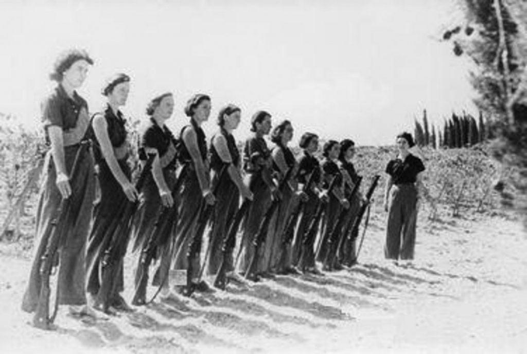 Sotilasharjoituksissa 1948.