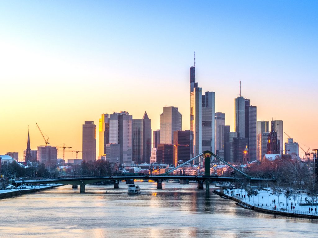 alotituskuva-2-juttu.Frankfurt_Skyline_(16259801511)