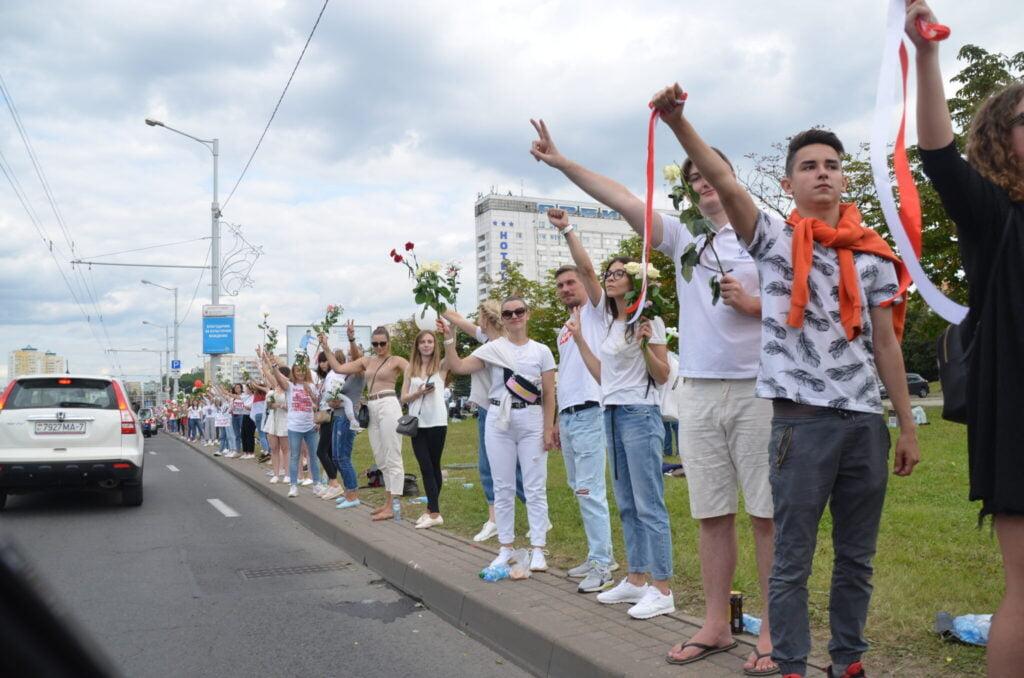 Valko-Venäjä: kaupunkilaisnuoret protestiliikkeen etulinjassa