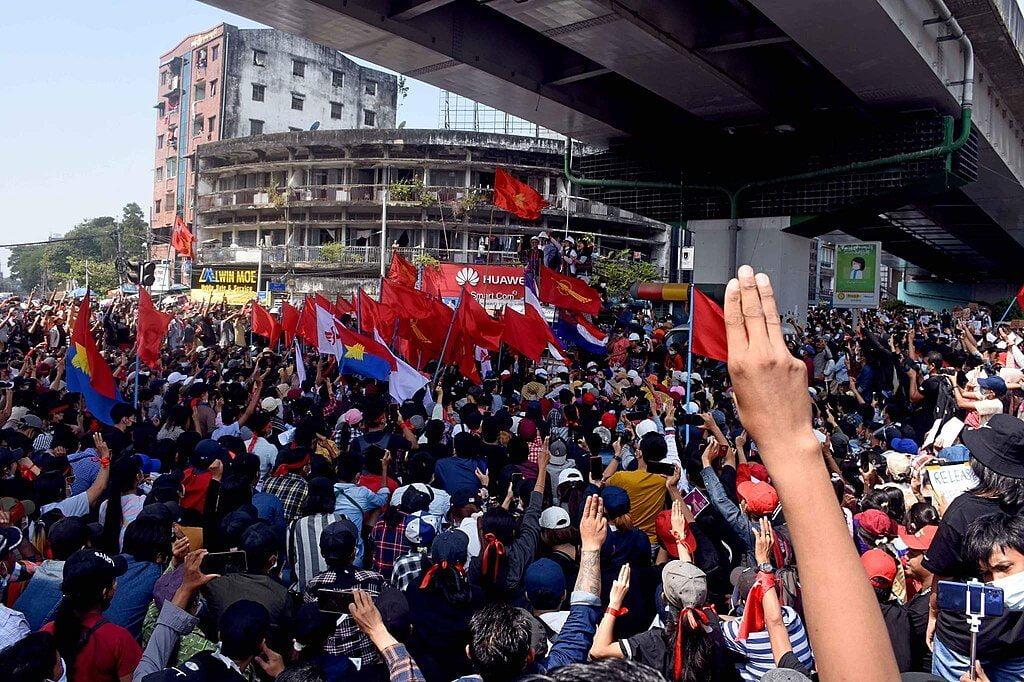 Myanmarin nuoriso juntan haastajana