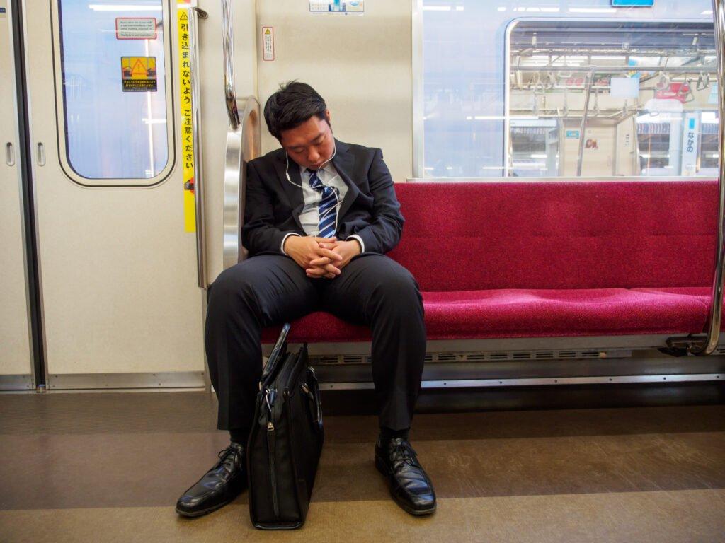 Japanilaiset virkamiehet työuupumuksen kourissa
